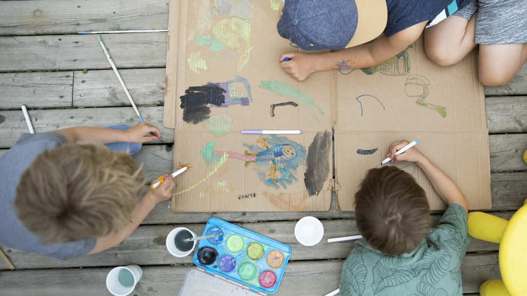 Children activity painting together - Sanford fit