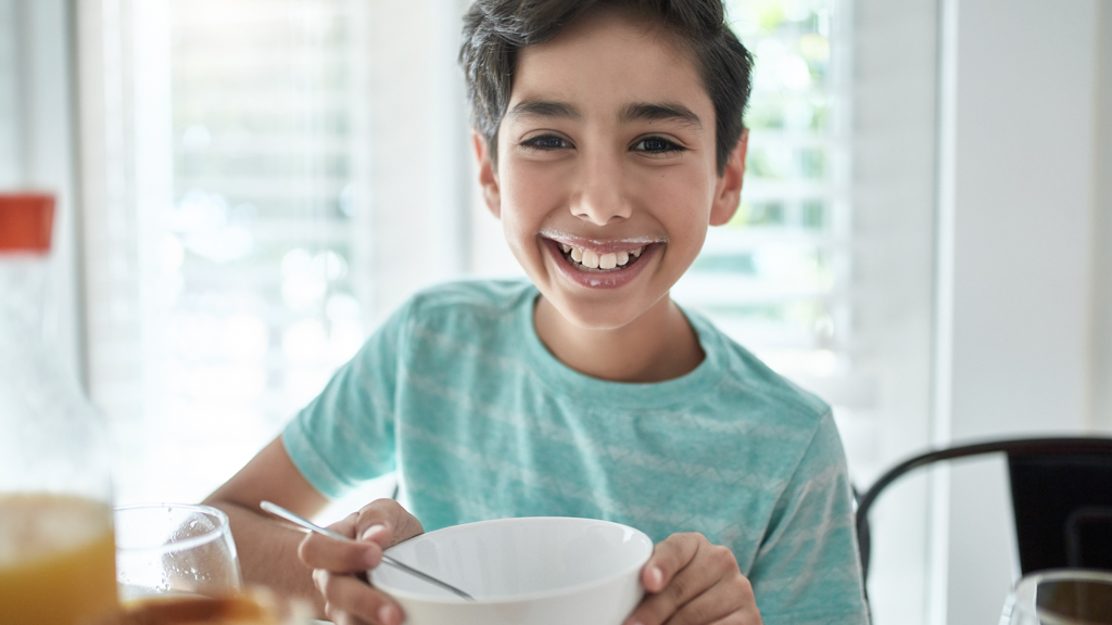 Child eating out of a bowl - Sanford fit