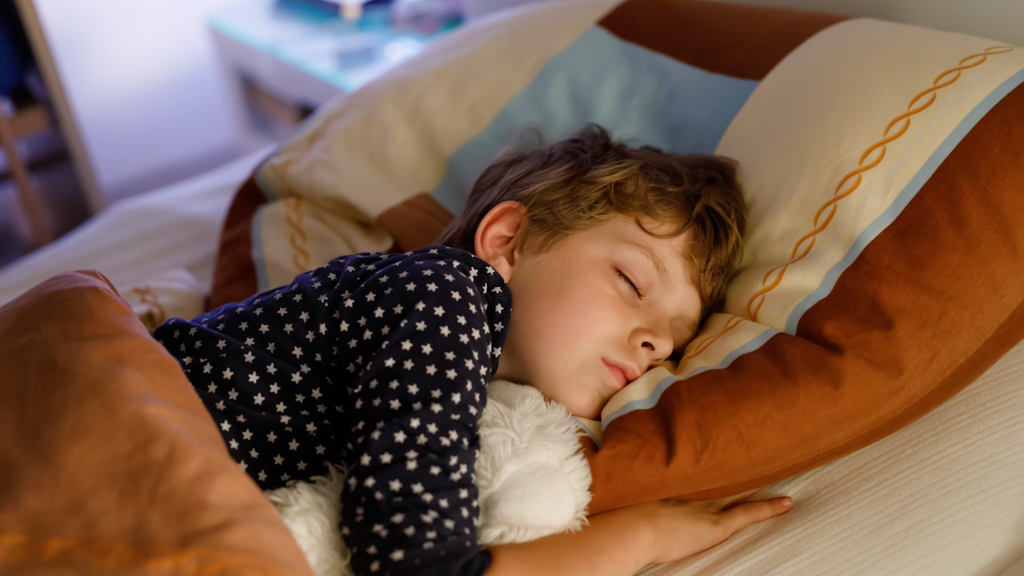 Child sleeping in a bed - Sanford fit