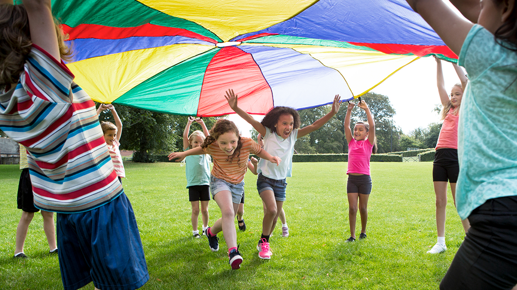 Children playing under parachute - Sanford fit