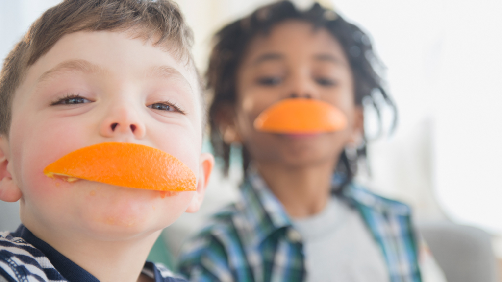 Children eating oranges - Sanford fit